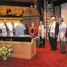 The Sun Lakes Jewish Congregation inducts the Board of Directors.