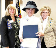 Vicki Bobo (center) as Frances Willard Munds, Regent Marjorie Nelson (left), Vice Regent Nancy Cooney (right)