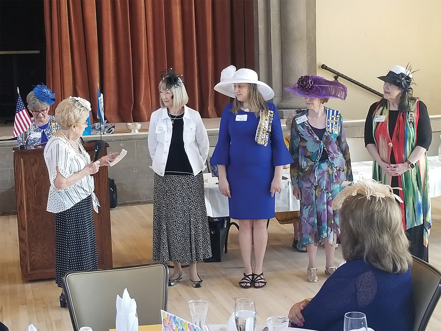 Pattie Colman, chaplain, swearing in new officers Judy Putnam, historian; Suzanne Young, vice regent; Mitzi Iverson, corresponding secretary; and Mary Knape, librarian